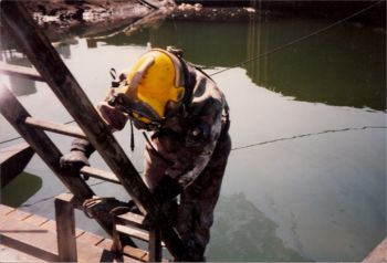 Lindahl Marine diver in contaminated environment